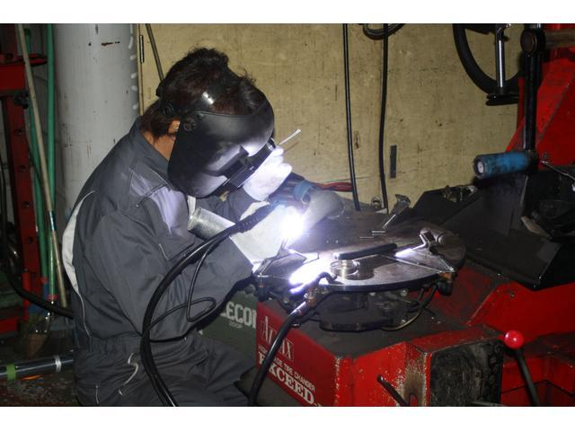 TIG溶接機完備!スチール(鉄)はもちろんステンレス、アルミ、チタン等各種溶接も承ります。