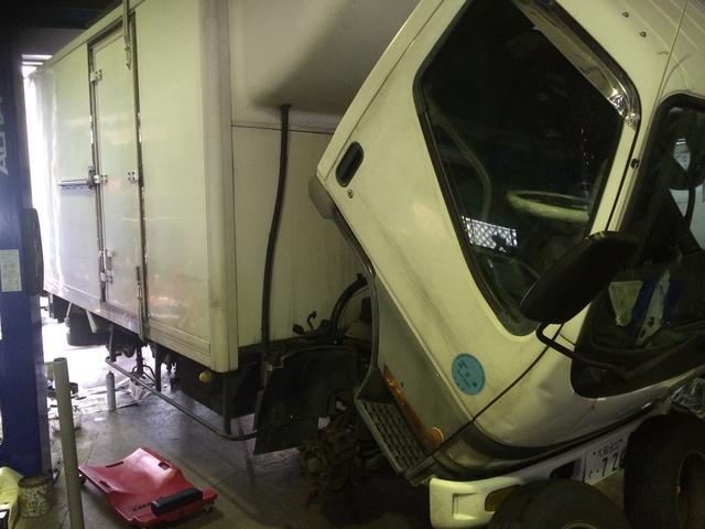 2トントラック修理車検も承ります。