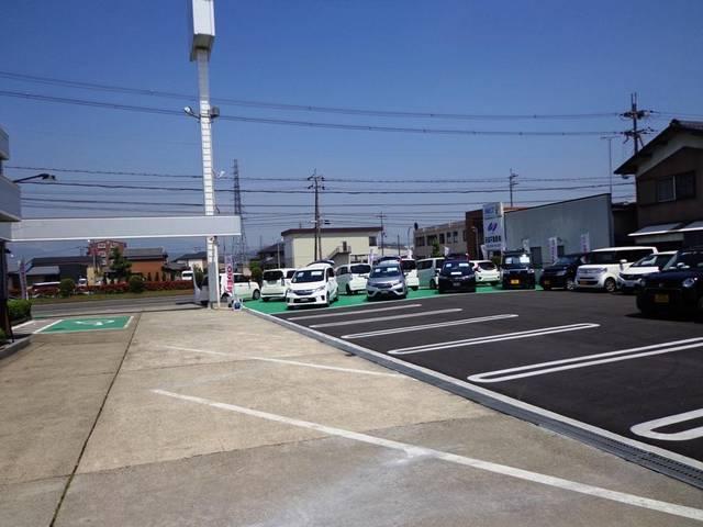 ■広々とした駐車場で大変駐車しやすくなっております!!是非是非ご来店くださいませ!