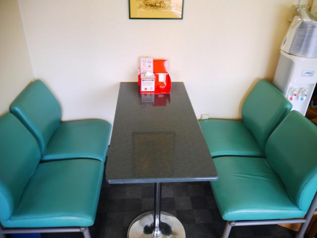 商談スペースです。綺麗なスペースで納得のいくご商談を♪