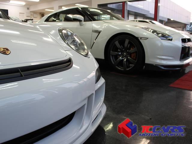 TCCARSティーシーカーズでは希少性の高い上質なスポーツカーを中心に取り扱っております。