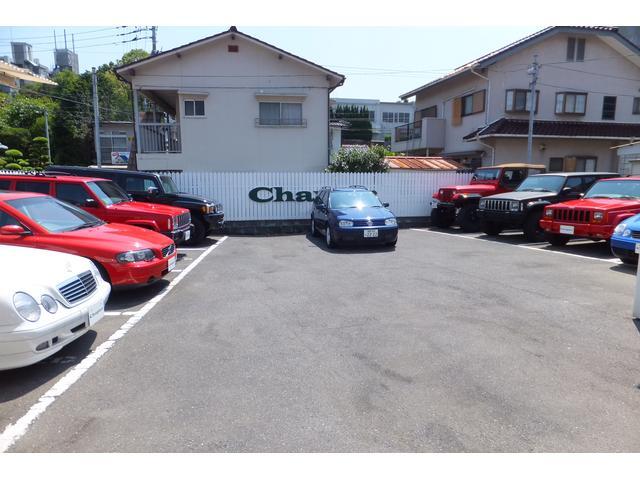 屋外の展示場は10台~20台を展示中。欧州車&JeepSUVを中心に品揃えをしております♪