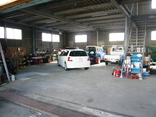 屋根付きの作業場兼車輌保管場所です。雨の日でも、ゆっくり車輌をご覧いただけます。