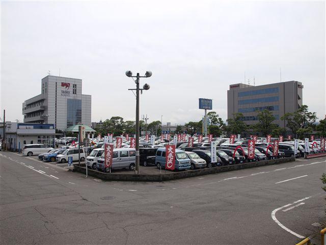県道22号線(40m道路)を大在方面へ。新日鉄正門横、日岡公園前に本社展示場がございます。