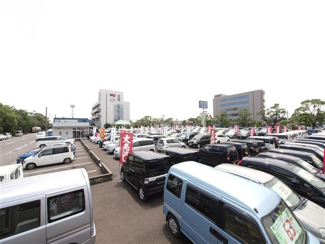軽自動車・コンパクト・ワンボックス・セダン・外車・商用車など多様な車種を見やすく展示しています。