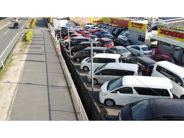 店舗敷地内にはリフト・タイヤチェンジャー等、完備!板金・塗装工場も併設!急な事故にも対応出来ます。