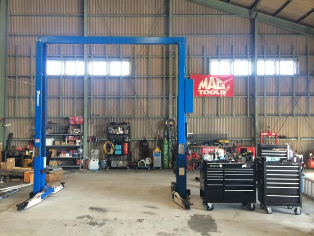 自社工場完備しております。リフトはもちろんホイールチェンジャー、バランサーなど設備は万全です。
