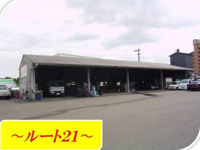自社工場も、余裕を持った作りとなっています。車検・修理・パーツ交換等も、こちらで行います。
