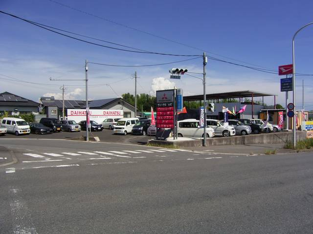 2号店は、本店から5分の場所です。新車と個性派向けの軽自動車が中心です!全車安心の支払総額表示です♪