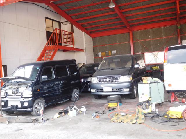 リフト基・タイヤチェンジャーetc完備。メンテナンスや車検・その他改造、チューニング等お任せ下さい。