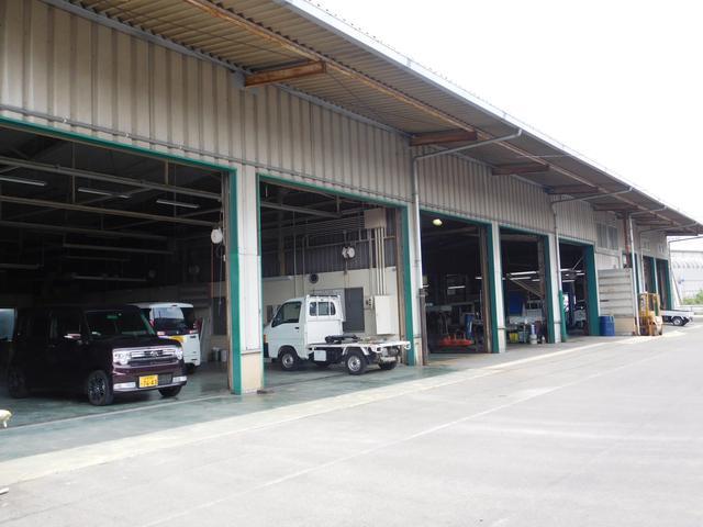 当社併設の整備工場で、納車前にしっかり整備してお客様にお渡ししております。