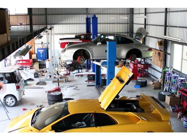 国産から外車まで格安に整備販売やっております。キセノンHIDは軽自動車で¥21,000です^^