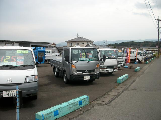 常時在庫100台前後ございますので、通常トラックから特殊車輌まで、お任せください!!