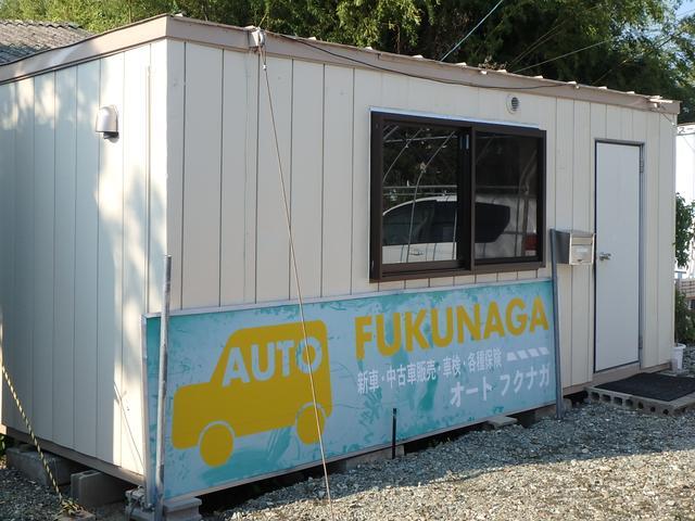 181号線、松橋中学校の向かい側にお店を構えております。