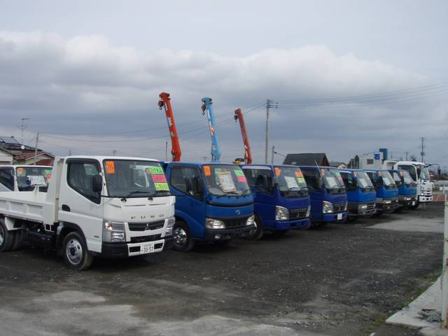 トラックも多数在庫しております!もちろん、アフターサービスもお任せ下さい!