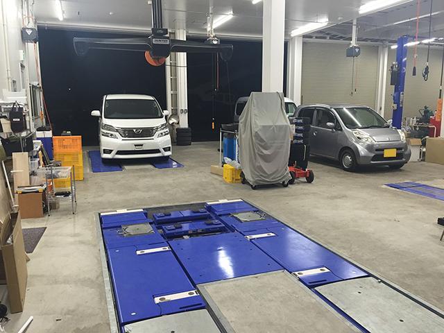 整備部門の工場では、お車の整備、車検を行います。最新のお車でも安心してお任せください!