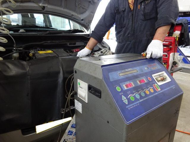 AT/CVTオイル(フルード)交換もお任せください。車種に合わせた交換作業を致します。