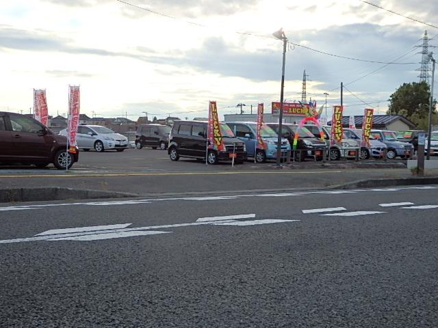 八戸市内からお越しの際は、四本松交差点を過ぎてすぐに立地しております。ドコモショップの真向かいです。