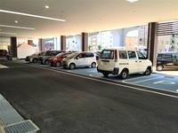 お客様駐車場です!広々で多数ございます!また屋根付のため雨の日も濡れません!