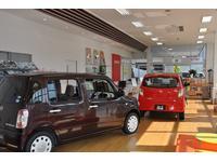 店舗2Fに中古車展示しています。展示数は多くはありませんが選りすぐりの特選車を展示しています!