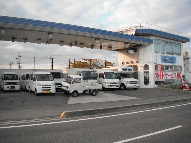 バン、トラック、特殊車両の展示場です。多種多様の車を扱っています。注文販売もご相談下さい。