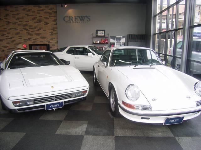 ショールームの中には、心躍る憧れの名車を数台ですが展示しています。是非、ご覧下さいませ!!