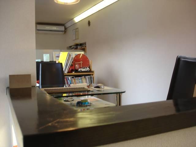★ゲストルーム:各机にご用意したパソコンや弊社在庫資料からご希望の情報が検索できます。