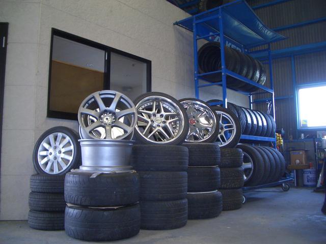 タイヤはもちろん、中古ホイールも扱ってます!おしゃれは足元から!