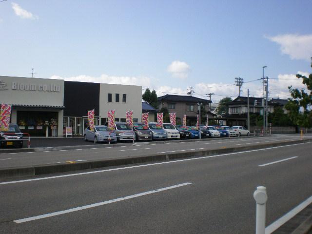 店舗前は『野村小学校東』交差点です。