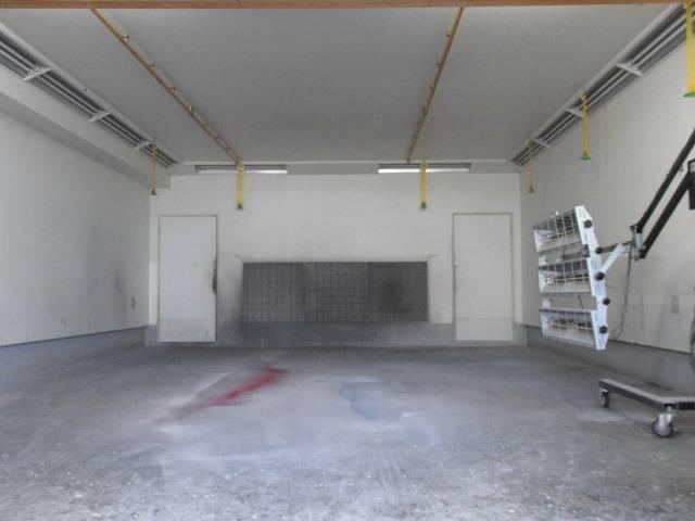 自社整備工場・板金ブースも完備しております。お車の事ならお気軽にご相談下さい。