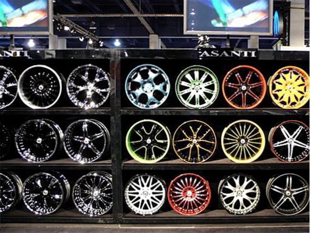 国内価格が高い輸入車純正パーツ、海外メーカーなどを本国より直輸入が可能です。