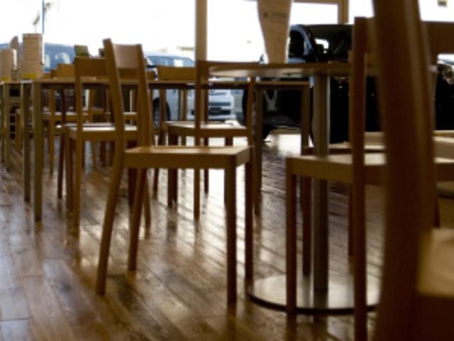 深沢直人が「椅子らしい椅子を」コンセプトに製作したアームレスチェアに腰掛けてデザインを感じてください