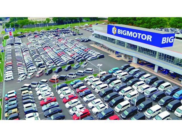 広い展示場には色々な車種の中古車を常時約200台展示しております☆見ているだけでも楽しくなりますよ♪