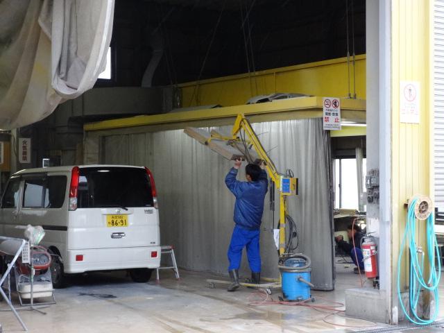 (有)アイビーオート ダンプ・クレーン・トラック・軽バンのアフターサービス 鈑金設備が整っています★