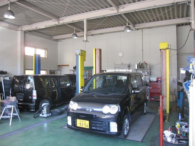自社整備工場有、オイル交換、タイヤ交換、できたらご予約下さい。0066−9708−268002