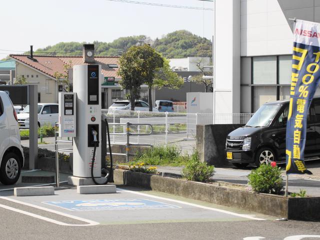 電気自動車用の急速充電器も完備!