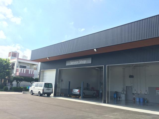 サービス工場も併設してます。新車、中古車、整備、保険等おクルマに関することは何でもご相談下さい。