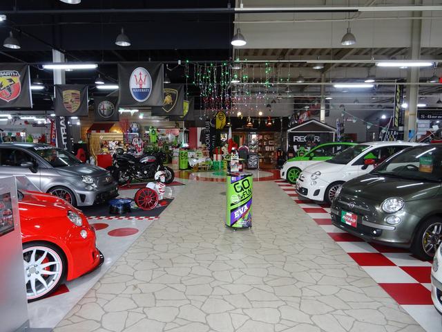 お店の中にさらに建物が!こんな素敵なガレージも当店で承っております!!