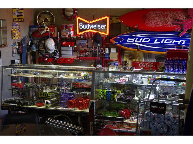 店内では、月に2回ほどアメリカから入ってくるパーツなどの商品も販売しております。