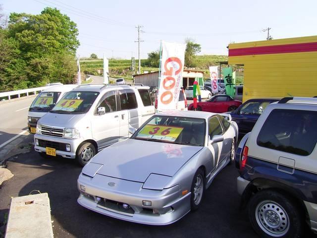 屋外展示場。旧車・ターボ車・お買得車。。とにかくオモシロい車を集めてお待ちしております。