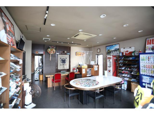 商談スペースは、くつろげる空間を目指しています。店内は、禁煙となっています。