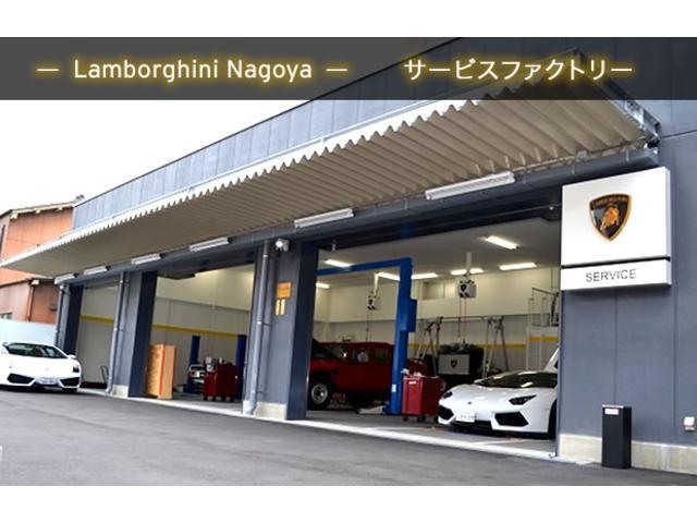 併設の工場には、ランボルギーニ専用テスターはもちろん、専用リフト、フラットリフト、検査ラインを完備。