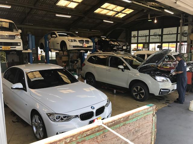 リフト7台の広々PIT。2級整備士6人でお車に安心と安全の点検整備を致します。