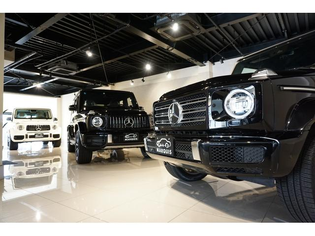 ショールームにはメルセデスベンツ、ジャガー、ポルシェ、ベントレーなど人気の欧州車を多数展示。