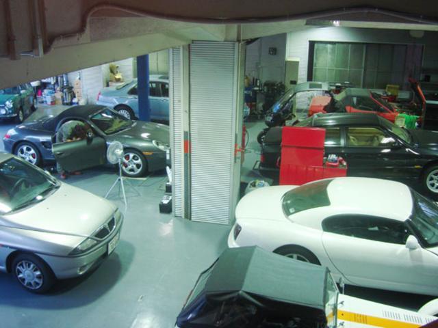 自社工場完備。アフターメンテナンス、車検・点検整備、板金塗装、改造等もお気軽にお問い合わせ下さい。