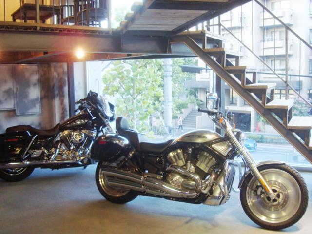 バイクの販売・買取も行っております。車の下取りにバイクと言うような購入プランもサンクなら可能です。