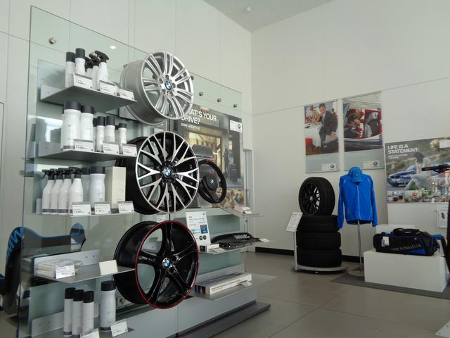 BMWアクセサリーコーナー品数も豊富に取りそろえております!!