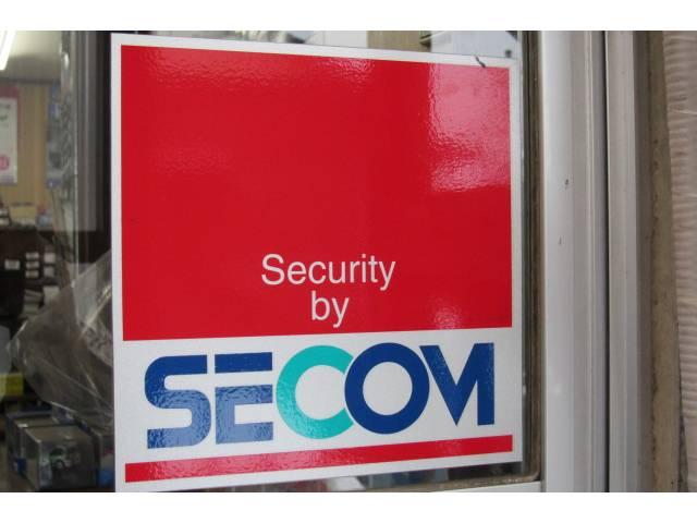 工場及び事務所には「SECOM」がはいっています!お客様の大切なお車のセキュリティも万全です!