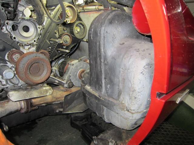 フェラーリ308のタイミングベルト交換です!横置きエンジンの作業性はいいですよ!