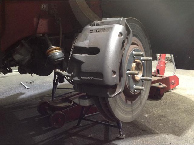 ブレーキパッド、オイル交換などの軽整備から、エンジン・ミッションなどの重整備まで承ることが出来ます。